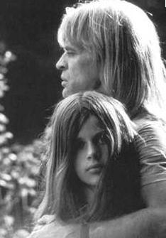 Kinski, usta aktör Klaus Kinski'nin kızı.