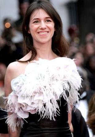 Charlotte Gainsbourg biri İngiliz diğeri Fransız iki ünlünün kızı..