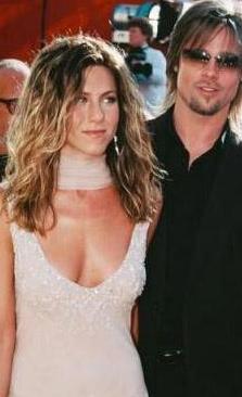 Çift boşanda ama Aniston bu ilişkisiyle ikiye katladığı şöhretinin sağladıklarından sonuna kadar yararlanıyor.