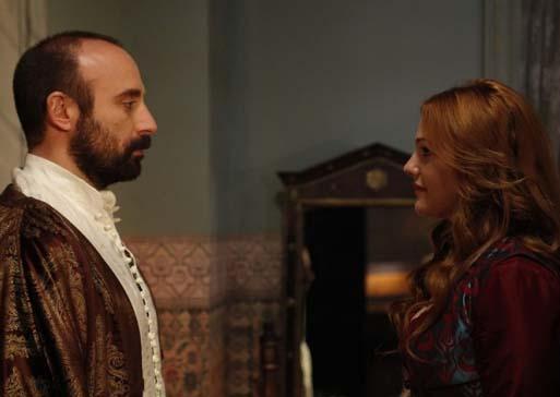 Ama tüm bunlar Hürrem Sultan ile Kanuni Sultan Süleyman arasındaki aşkın gittikçe daha tutkulu bir hale gelmesini engellemez.