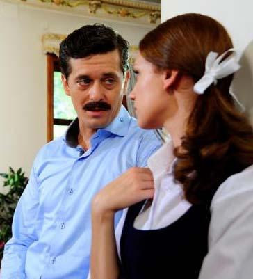 Bu arada Akarsu ailesinin trajedileri bununla da bitmedi. Ailenin gözü yükseklerdeki küçük kızı Aylin, bir partide tanıştığı kendisinden yaşça büyük Soner'e aşık oldu. Soner de ona.