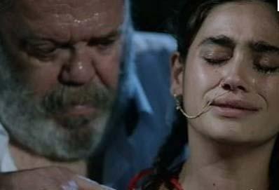 İsmail, zorla evlendirildiği Kudret'ten dört sonradan aşık olup kuma getirdiği Cennet'ten de üç çocuk sahibidir.