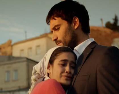 Gençlik heyecanı ve aşk ateşi ikisinin de hata yapmasına neden olur ve Kerem'le Hayat evlenmeden önce beraber olurlar.