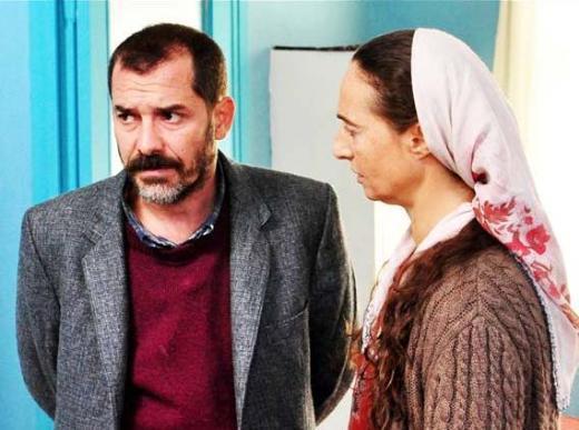 Ama Abbas, gerdek gecesi kalp krizi geçirir. Hastanede verdiği yaşam mücadelesini kaybeder.