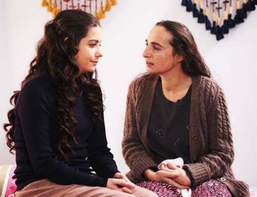 İsmail, bütün ailesini topqlayıp İstanbul'a göç eder. Ama orada da onları bekleyen rahat ve sakin bir hayat değildir.