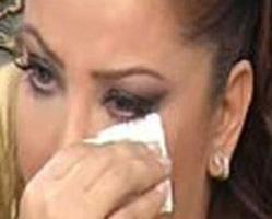TANYELİ  Ünlü oryantal Tanyeli katıldığı bir programda annesi ve ağabeyinin şizofreni hastası olduğunu söylerken gözyaşlarına boğuldu.