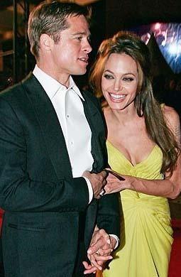 DADIYLA BASTI   Angelina Jolie'nin sevgilisi Brad Pitt'i ikizlerin dadısıyla basması da magazin gündemine bomba gibi düşmüştü.