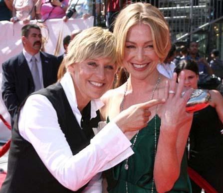 Ellen De Generes ve Portia Di Rossi   ABD'de ekranın en tanınmış yüzlerinden Ellen De Generes ile oyuncu Portia Di Rossi de 2008 yılında evlenmişti.