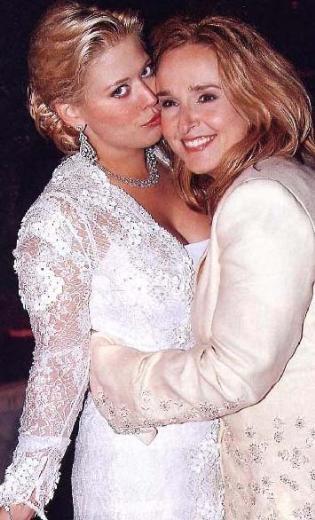 Melissa Etheridge ve Tammy Lynn Michaels  Şarkıcı Etheridge ve eski TV yıldızı Michaels, 2003 yılından bu yana birlikteler.