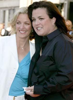 Rosie O'Donnell ve Kelli Carpenter  Uzun süredir birlikte olan çift 2008 yılında evlendi.
