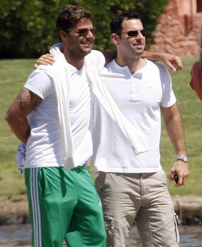 Porto Riko asıllı şarkıcı Ricky Martin bir süredir birlikte olduğu sevgilisi Carlos Gonzales ile 28 Ocak'ta New York'ta evleniyor.