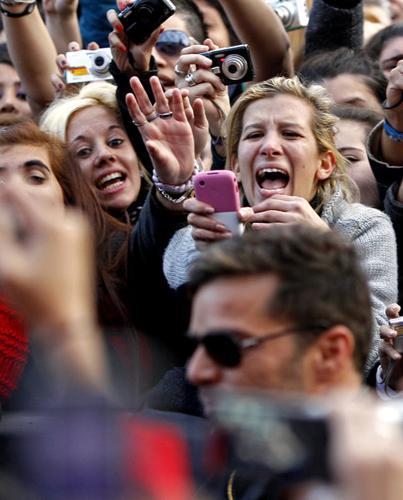 Kendi ülkesinde eşcinsel evlilik yasak olduğu için İspanyol vatandaşı olan Martin düğün tarihi, İspanyol El Nuevo Dia gazetesinde yayınlanan haberde yer aldı.