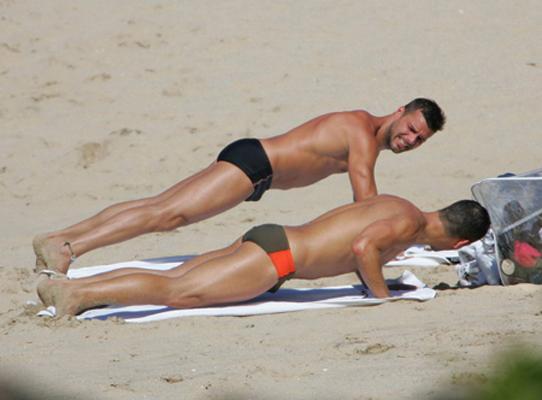 """Ricky Martin cinsel tercihini 2010 yılının Mart ayında açıklamış ve """"Bunun bana bir armağan olduğunu düşünüyorum"""" demişti."""
