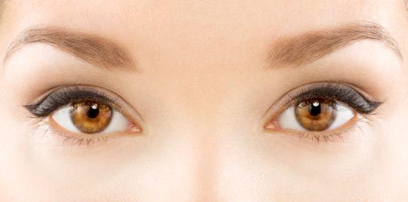 7. Pupilla değişiklikleri:  Normalde,  pupillalar (irisin merkezindeki siyahlık)   yuvarlak veya iki gözde eşit büyüklüktedir. Pupilla büyüklüğü göz içine giren ışık miktarını ayarlar ve beyin tarafından kontrol edilir. Muayenenin  önemli bölümlerinden biri pupilla muayenesidir.   Çünkü bu beyinle normal veya bozuk sinir bağlantılarının  sonucunu gözlemenin en kolay şeklidir. Ayrıca gözün kendisinin ciddi hastalıkları da  pupilla değişikliğine yol açar. O nedenle düzensiz bir pupilla veya iki göz arasında büyüklük farkı önemli bir tehlike sinyalidir.  7 tehlike sinyalinden birinin veya birden fazlasının  varlığı gözardı edilmemelidir. Çünkü problemin tanınması ve zamanında değerlendirilmesi ve tedavisi gözün kör olmasını önleyebilir.   Kaynak: saglikveyasamdergisi.com