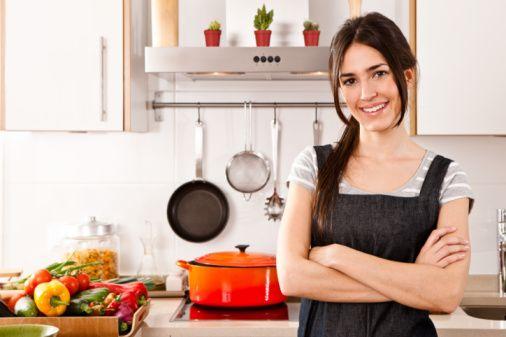Sağlıklı bireyler olmak için yeni bir başlangıç yapalım mutfaklarımızı değiştirelim. Doğru alışveriş,  sağlıklı yemek pişirme teknikleri ile ilk adımı atabiliriz. Doğruları bilelim, hataları silelim ve öncelikle değişime açık olalım.