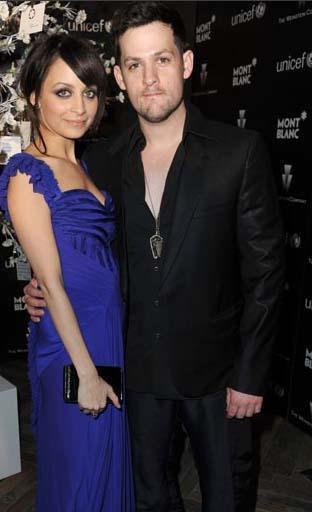 Joel Madden- Nicole Richie Çift, Bell Air'deki evde 12 milyon dolarlık bir düğünle evlendi.
