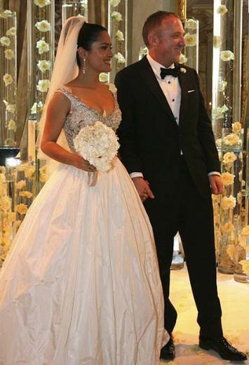 Salma Hayek ve Carly Zucker   Venedik'de yapılan iki gün iki gece süren düğünleri 1 milyon doların üzerinde bir fiyata mal oldu.