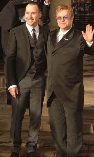 Elton John ve David Furnish Ünlü çift 2005 yılında 1 milyon dolarlık bir düğünle evlendi.