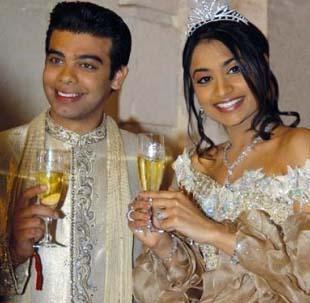 """Vanisha Mittal ve Amit Bhatia 78 milyon dolar harcanan bu düğün dünya tarihine geçmiş en pahalı düğün. Hintli bilyoner Lakshmi Mittal'in kızı Vanisha Mittal ve bankacı Amit Bhatia nın düğünü Forbes dergisi tarafından dünyanın en pahalı düğünü unvanını aldı.   En pahalı düğün olarak Guiness rekorlar kitabında da yerini bulan ve 5 gün süren düğün Fransa""""da 17. yüzyıldan kalma Vaux le Vicomte şatosunda yapıldı.   Davetiyelerin 20 sayfalık gümüş defterler olduğu, her gün Kalkütalı en iyi aşçıların 100 farklı yemek hazırlandığı, toplam şarap maliyetinin 1,5 milyon dolar tuttuğu düğüne 1000 kişi katıldı."""