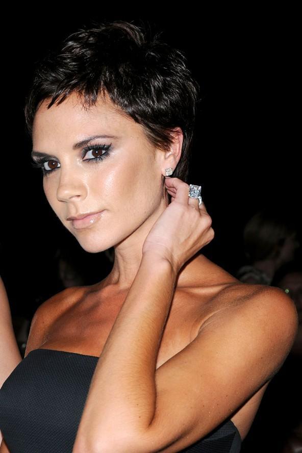 Yüzünüz Victoria Beckham gibi üçgense