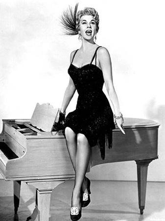 DORIS DAY  Hollywood'un bir dönemine damga vuran romantik prenses Doris Day de artık kameralar önünde yaşamayı reddedenlerder.