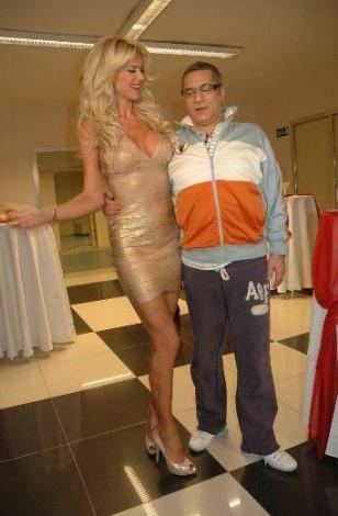 Erbil ile Victoria Silvstedt'in programdaki şakaları da çok konuşulmuştu..