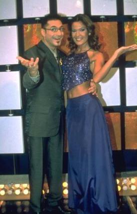 Özlem, 1998 yılı başlarında programda hosteslik yaptı.