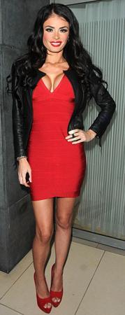 İngiliz reality şovu The Only Way Is Essex in yıldızlarından  Chloe Sims, önceki gün katıldığı bir partide alkolü fazla kaçırınca paparazzilere malzeme oldu.
