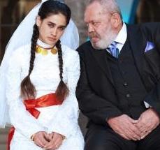 En büyük tepkiyi 15 yaşında bir kızın, zorla evlendirildiği 70 yaşındaki kocasıyla yaşadığı gerdek sahnesi çekti.