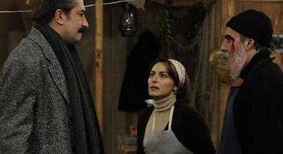 Özellikle dizinin ilk sezon bölümlerinde en çok şikayeti Ali Kaptan alıyordu.  Ali Akarsu'nun karısına, çocuklarına ve çevresine hiç durmadan şiddet uygulaması tepki çekiyordu.