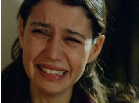 KADINA ŞİDDET KIZDIRDI Fatmagül'ün Suçu Ne dizisinin ilk bölümündeki tecavüz sahnesi yüzünden de RTÜK'e şikayet yağdırıldı.