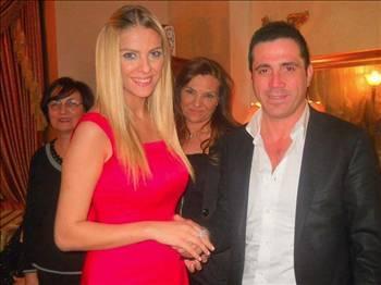 """SİMGE'DEN TİKSİNİYORUM  İşadamı Murat Kadıoğlu,""""Beni dövdü"""" diyerek boşanma davası açan eşi Simge Tertemiz'e öfke kustu: Nefret bile etmiyor, ondan tiksiniyorum  Temmuz ayında sürpriz bir kararla evlendiği Murat Kadıoğlu'ndan geçtiğimiz günlerde dayak yediği gerekçesiyle boşanma kararı alan bir aylık anne Simge Tertemiz'e, eşi büyük tepki gösterdi  PARA KOPARMAK İSTİYOR  Darp iddialarını yalanlayan Kadıoğlu; Tertemiz'le anlaşmalı evlilik yaptıklarını ve çocuk doğunca boşanacaklarının ilk günden belli olduğunu açıkladı.   Kadıoğlu şunları söyledi: """"Simge bana hamile olduğunu çok geç söyledi. Durumdan 4.5 aylık hamileyken haberdar oldum. Ben de çocuk nüfusuma geçsin diye mecburi evlilik yaptım. Çocuk doğunca zaten boşanacaktık.   Şimdi benden para koparmak için 'Şiddet gördüm' diyor. Bunların hepsi yalan! Simge'den nefret bile etmiyorum, ondan tiksiniyorum! Bana iftira atıyor. Zaten aileme yakışmayan biriydi. Sırf onun çocuğu diye; bebeği bile görmek istemiyorum. Çocuğuma maddi anlamda destek olacağım ama velayetini almayı düşünmüyorum."""""""