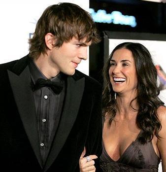 Ashton Kutcher'ın karısını aldattığı ortaya çıktı. Bunun üzerine çift boşanma kararı aldı.