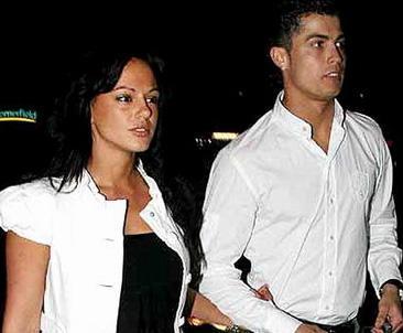 Yeşil sahaların yıldızı Cristiano Ronaldo'nun manken Nereida Gallardo ile ilişkisi magazin basınında geniş yer buldu. Ancak günün birinde Ronaldo sevgilisini terk etti.
