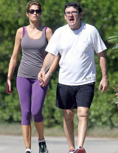 1990'ların en gözde mankenlerinden Stephanie Seymour 42 yaşında olmasına rağmen hala güzelliğiyle nefes kesiyor.   Önce Tommy Andrews ile bir evlilik yapan Seymour dünyaya gelen çocuğuna rağmen eşinden boşandı. Daha sonra da işadamı Peter Brant ile evlendi.
