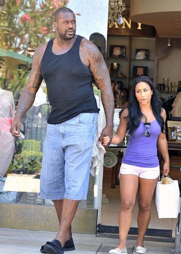 Televizyon şovlarında yıldızı parlayan 28 yaşındaki Nicole ile geçen yaz tanışan 250 milyon dolarlık basketbol oyuncusu, o zamandan bu yana sevgilisini yanından ayırmıyor.