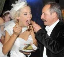 40 yaşındaki Casalini ile 46 yaşındaki Tahsin Berk'in ani evliliği herkesi şaşırttı. Bir süre önce çiftin bir kız çocuğu dünyaya geldi.