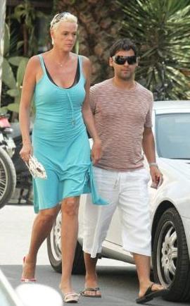 BOY FARKI VAR Brigitte Nielsen'in boyu 1.85, sevgilisi Mattia Dessi ise onun ancak omuzuna erişebiliyor.