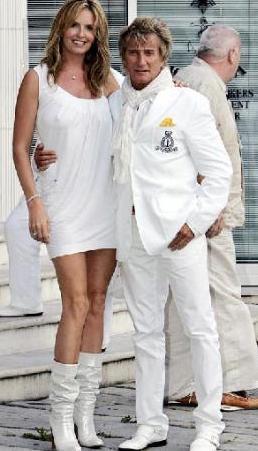 EŞLERİNİ HEP MANKENLERDEN SEÇTİ Rod Stewart da hem kendisinden genç hem de daha uzun boylu kadınlarla evleniyor.