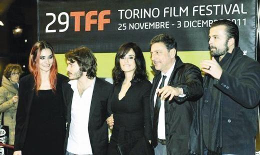 """Saadet Işıl Aksoy, İtalya'da best seller olmuş """"Venuto Al Mundo"""" romanından uyarlanan """"Twice Born"""" filminde Penelope Cruz'la kamera karşısına geçti."""