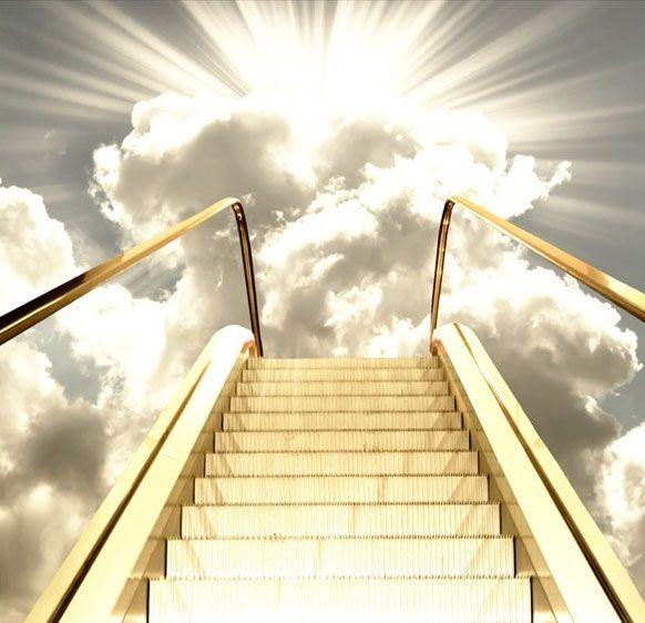 Asırlar sonra Hıristiyanlık bu inancı da Hz. İsa'nın ölüm şekline adapte etti. Çarmıha dayalı merdiven kötülüğün, hıyanetin ve ölümün sembolü oldu. İnsanlar, merdivenin altından geçmekle bütün bu kötü geleceklerle karşılaşabileceklerine inandırıldılar.