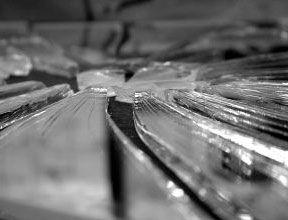 Cam kapların yapılmaya başlanılmasından sonra da, içindeki sudan yansıyan görüntünün ruhun bir yansıması olduğu inancı devam etti ama camlar kırılabiliyordu ve o zaman da içinde bulunan ruhun bir parçası vücudu terk ediyordu.