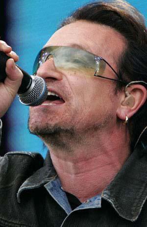 U2, Barcelona'da vereceği konser öncesi ünlü Nou Camp Stadında prova yapmaya başladı.