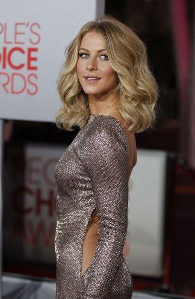 Amerika'nın Los Angeles kentinde düzenlenen 'People's Choice Ödülleri'nin dağıtıldığı törene ABD'li dansçı ve oyuncu Julianne Hough damgasını vurdu.