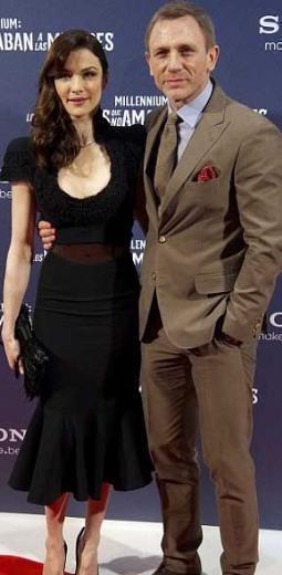 İşte gösteri dünyasının ünlü çiftlerinin yaşadığı göz kamaştıran evler...   Sevgilisi Rachel Weisz ile gizlice evlenen Daniel Craig, New York, Manhattan'ın Soho bölgesinde 11 buçuk milyon dolara çatı katı bir daire satın aldı.