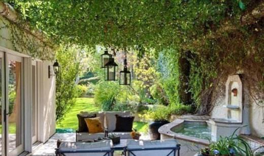 Malikanenin bahçesi de kelimenin tam anlamıyla ömre bedel.