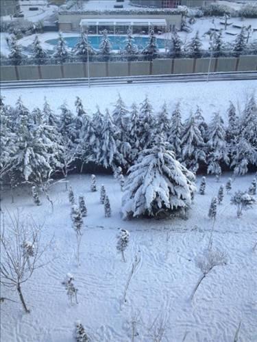 Erol Köse Uludağ değil İstanbul. Süper, hem yollar açık, hem kar tutmuş, özlenen tablo. Küresel ısınma nedeniyle senede 2 kere!