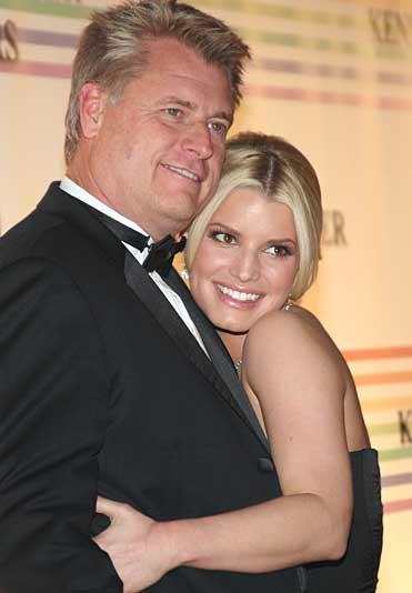 Fotoğraftaki baba-kız ise Jessica Simpson ve Joe Simpson