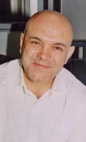 Ercan Kesal aslında bir doktor ve aynı zamanda Özel Okmeydanı Hastanesi'nin de kurucusu.