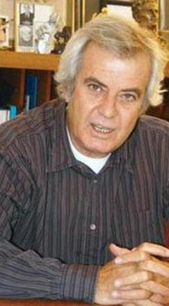 Daha sonra da gazetecilik eğitimi aldı. Belki yarışmaya girmeyip Yeşilçam'a adım atmasaydı Tarık Üregil adıyla ünlü bir gazeteci olacaktı.